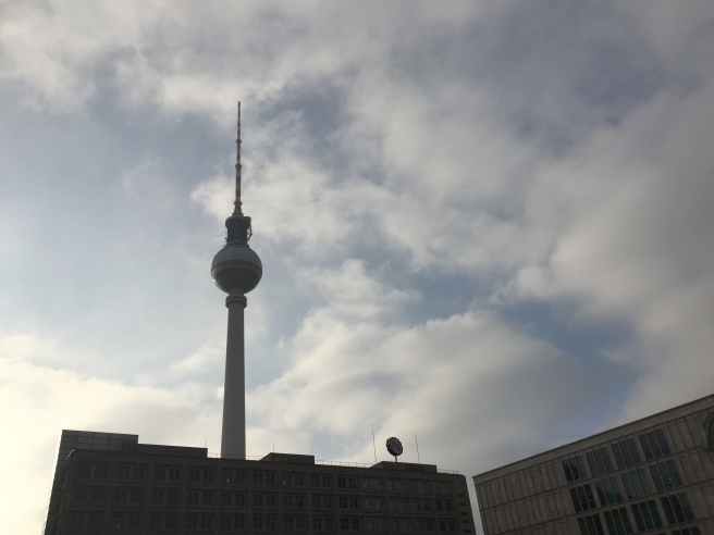 16. Feb., 14:09 Uhr. Alexanderplatz. Was macht der Osten der Stadt?
